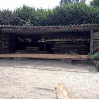 Transport der langen Eichenbalken aus Altholz
