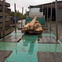 Transport des Altholzes mit dem LKW