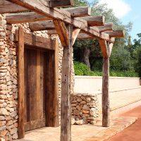 Eingangstüre des Geräteschuppens aus Altholz