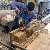 Die verwitterten Holzteile wurden in der Zimmerei Schweizer, Freiburg aus Altholz neu gefertigt.