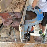 Teile der morschen Eichenbalken des Freiburger Schwabentors wurden bei der Restaurierung entfernt.