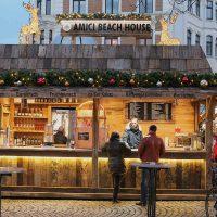 Unser Glühweinstand aus Altholz auf dem Aachener Weihnachtsmarkt