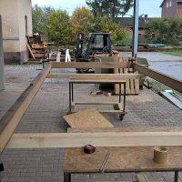 Startphase für den Bau eines Marktstandes aus antikem Eichenholz für den Aachener Weihnachtsmarkt.