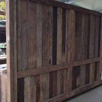 Für die Außenwände wurde Schnittholz aus Altholz verwendet.