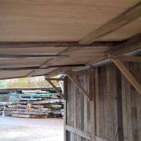 Für die Dachkonstruktion des Marktstandes wurde ebenfalls Schnittholz aus alten Eichenbalken verwendet.