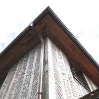 Altholz wurde auch beim Dach verwendet