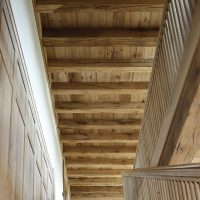 Holzbalkendecke aus alter Eiche im Obergeschoss