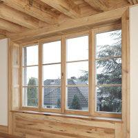 Die Fensterfriese sind aus 4 Lamellen aus Altholz verleimt.