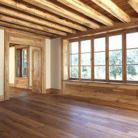 Innenraumgestaltung mit altem Eichenholz