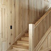 Treppenaufgang aus historischem Eichenholz