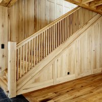 Der Treppenaufgang wurde komplett aus Altholz gefertigt.