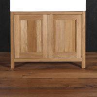 Der Unterschrank für den Waschtisch wurde aus Altholz gefertigt.