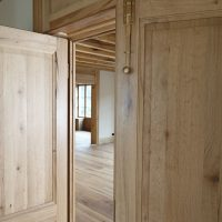 Flügeltüre aus Altholz