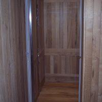 Aufzug mit Eichenaltholz verkleidet