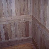 Der Aufzug wurde komplett mit Eichenaltholz verkleidet.