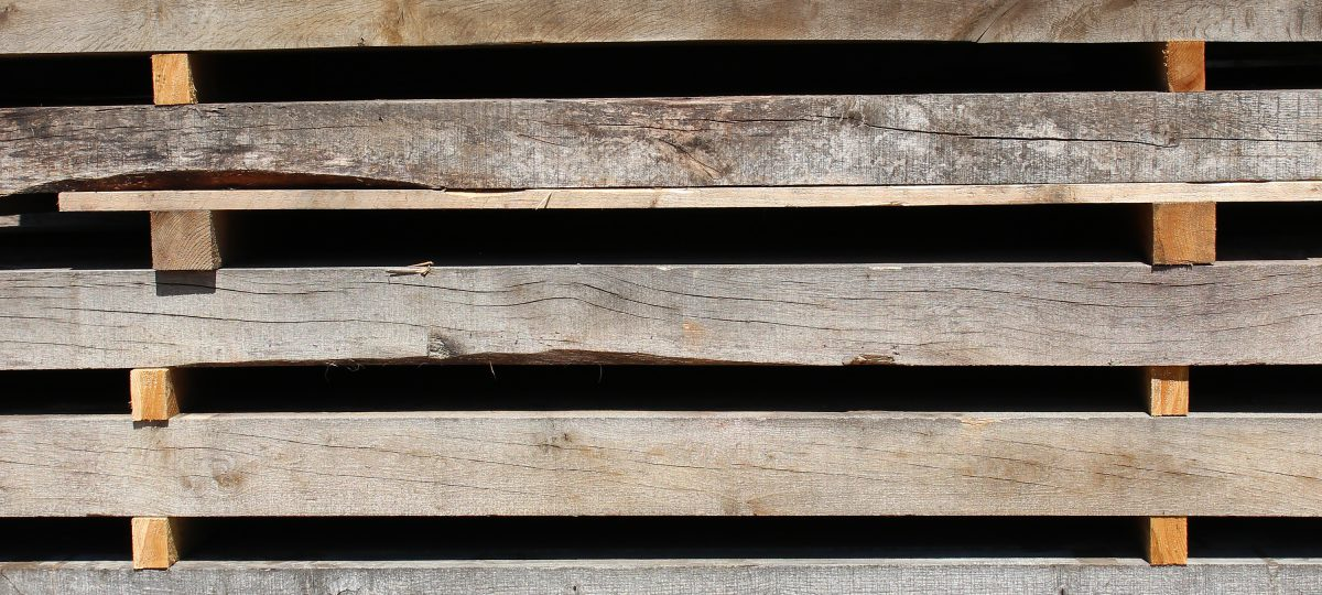 Eichenbalken Neuholz, abgelagert