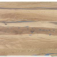 Diese Leimholzplatte aus altem Eichenholz ist unbehandelt und wurde in unserer Tischlerei geschliffen und gespachtelt.