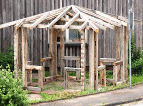 Aufbau eines Gartenpavillions aus historischem Eichenholz