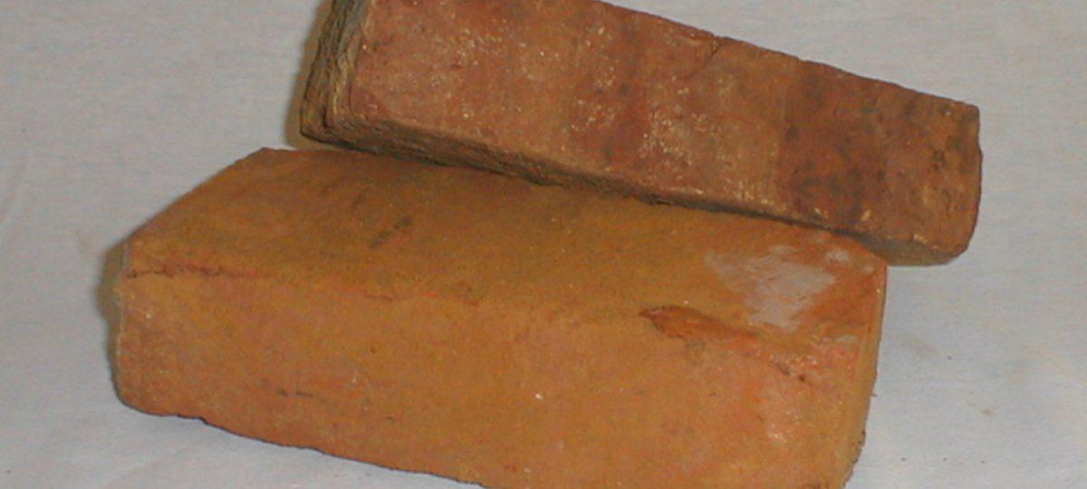 Alte Mauerziegel aus Sicht- und Hintermauerwerk