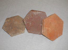 Andere alte und historische Terracotta-Fliesen