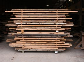 30% Rabatt auf Schnittholz aus alten Eichenbalken in lebhafter Sortierung