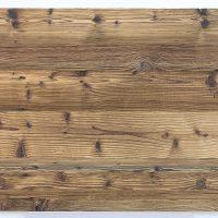 Immer dann, wenn es um einfache Verarbeitung geht und die Altholzoptik wichtiger ist als die Altholzsubstanz, sind unsere 3-Schicht-Platten mit einer Decklage aus altem Nadelholz die richtige Wahl. Hier handelt es sich um eine Decklage mit original sonnenverbrannter Oberfläche in braun.