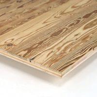 Immer dann, wenn es um einfache Verarbeitung geht und die Altholzoptik wichtiger ist als die Altholzsubstanz, sind unsere 3-Schicht-Platten mit einer Decklage aus altem Nadelholz die richtige Wahl. Hier handelt es sich um eine Decklage mit gehackter Oberfläche.
