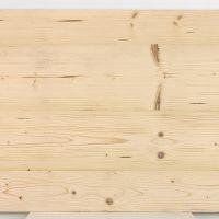 Immer dann, wenn es um einfache Verarbeitung geht und die Altholzoptik wichtiger ist als die Altholzsubstanz, sind unsere 3-Schicht-Platten mit einer Decklage aus altem Nadelholz die richtige Wahl. Hier handelt es sich um die Rückseite der 3-Schicht-Platte.