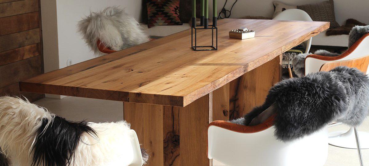 Das »Making of« zu Alles aus alter Eiche: Böden, Galerie, Tür- und Möbelfronten, Tische sowie eine Treppenbekleidung aus historischem Eichenholz