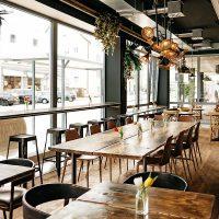 Restaurant mit ansprechenden Eichenboden aus Altholz