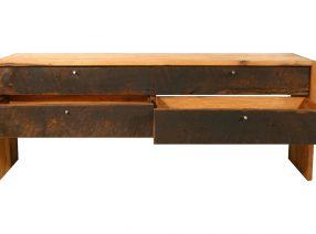 Sitzbänke und Sideboard aus antiker Eiche