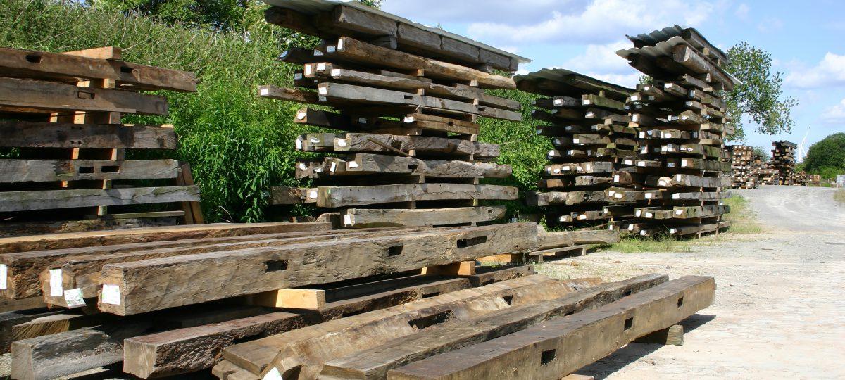 Historische Eichenbalken als Bauholz