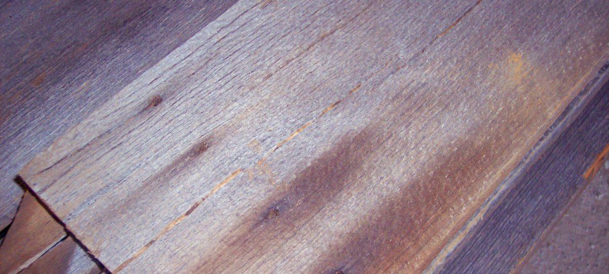 Sonnenverbrannte Bretter Pappel, Buche u.a.
