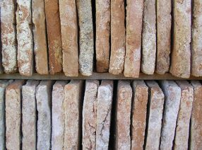 Historische Terracotta-Fliesen oder -Platten