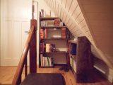 maßgeschneiderte Bücherregale aus historischem Altholz