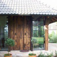 Beeindruckende Türe in den Wintergarten aus historischen Eichenbrettern