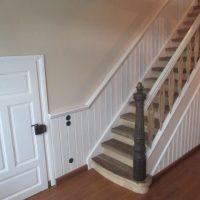 Aus verwitterten historischen Blockhausbohlen wurden neue Treppenstufen gefertigt