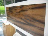 Schön gemasertes Altholz, Eiche als Möbelfront