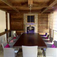 dieser Pavillon wurde mit historischen Eichenbalken und historischen Eichenbrettern gestaltet