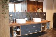 Exclusiver Badezimmerwaschtisch aus altem Eichenholz