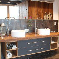 Exklusiver Badezimmerwaschtisch aus altem Eichenholz