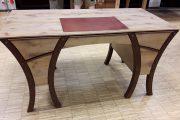 ungewöhlicher Schreibtisch aus aufgesägten historischen Eichenbalken