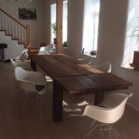 Esstisch aus Altholz mit rustikaler Oberfläche, Eichenholz