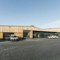 Altes Eichenholz in Form von Schnittholz für die Fassadenverkleidung