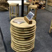 Stapel aus runden Tischplatten