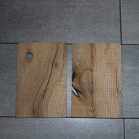 Wir liefern Sägefurnierblätter (Lamellen) aus altem Eichenholz, sägerau in Stärken ab 2 mm, sowohl in gemischten Längen und Breiten als auch auf Maß gefertigt, lufttrocken oder technisch getrocknet.