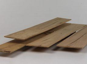 Sägefurnier aus altem Eichenholz – gemischte Längen und Breiten, lufttrocken