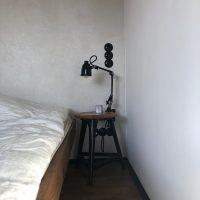 Nachttischchen aus altem Eichenholz und Metall