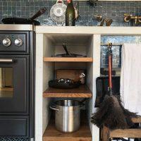 Weiteres Detail mit altem Eichenholz aus der Küche