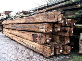 Bei Knapp bekommen Sie günstige Balken aus Altholz in guter Qualität.